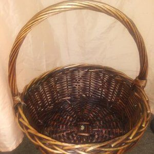 LARGE WICKER BASKET WITH HANDLE